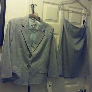 Ladies 2-pc Suit